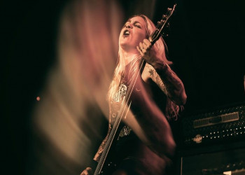 Bo-EL Guitarist Puck Wildschut from Sisters Of Suffocation